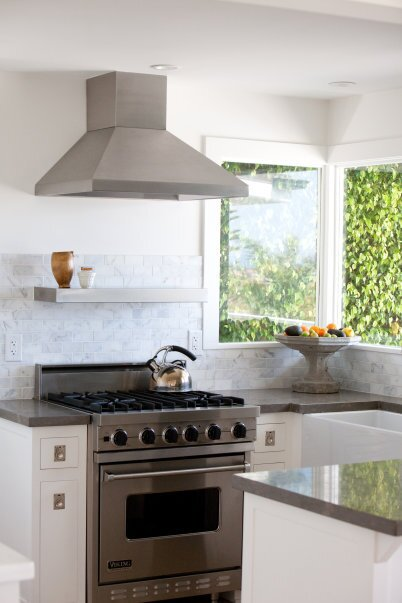Kitchen, white, modern appliances, coastal Photo by Trina Roberts Contemporary Kitchen design