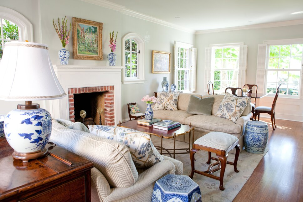 Traditional living room with fresh, textural fabrics in Newport Beach, CA.  Photographer Trina Roberts Traditional Living Room design