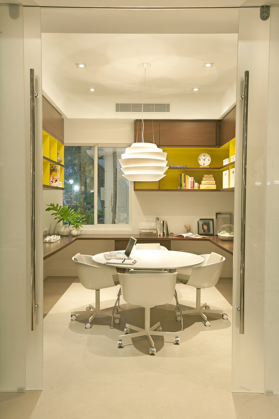 Residential interior design project in Miami, FL. Photos by Alexia Fodere. Modern Home Office design