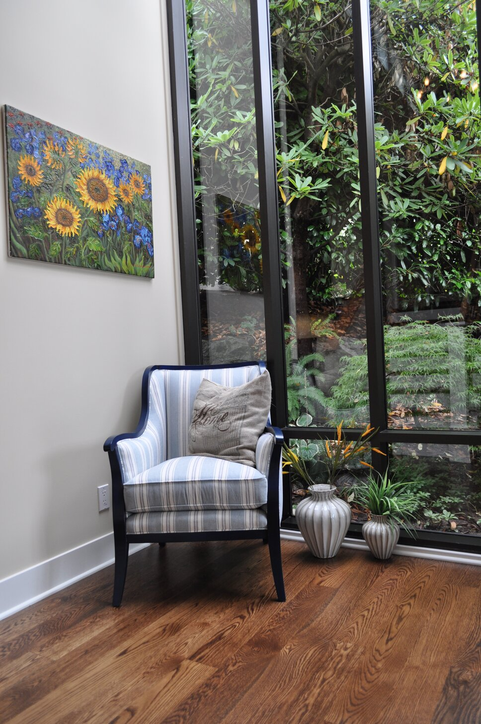 A nice place to relax in the sun by the garden! Coastal Entryway & Hallway design