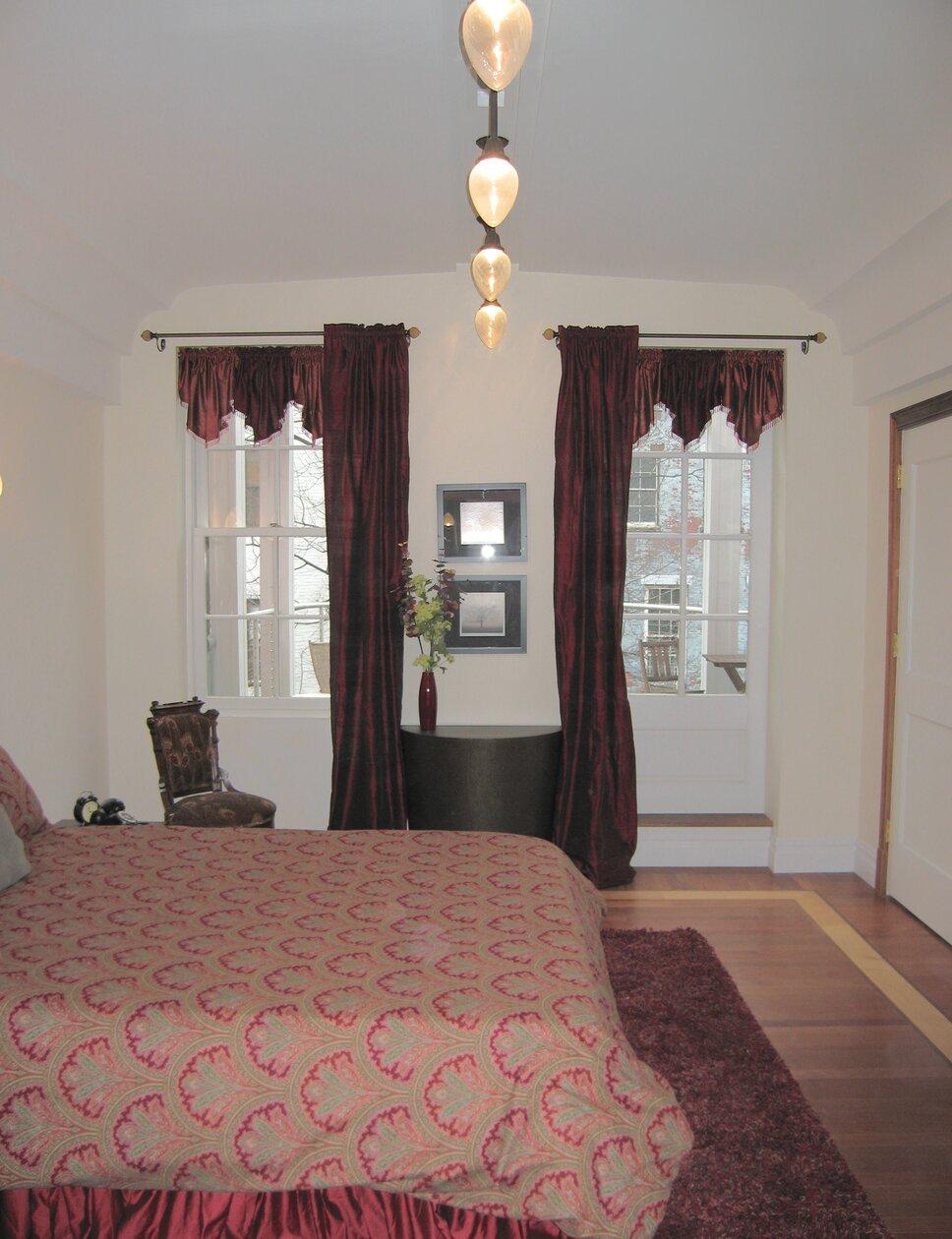PyramidDG.com Traditional Bedroom design
