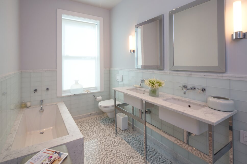 Lisa Ross httpwww.studiolisaross.com Contemporary Bathroom design