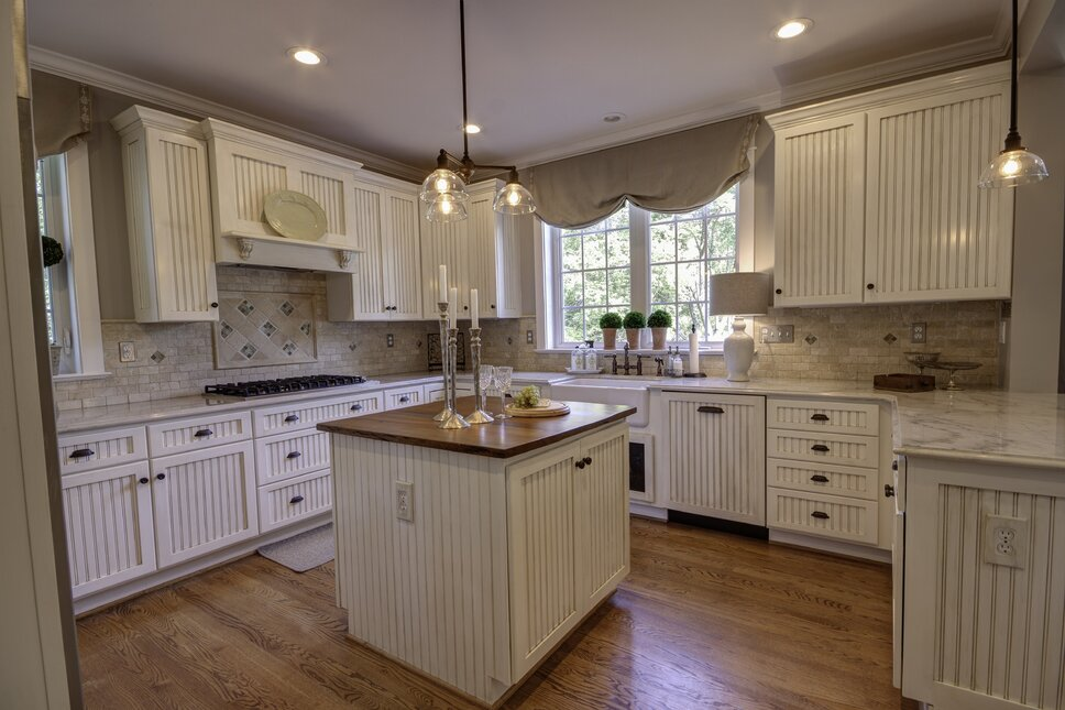 Photography by Kim Veillon for Embellish Interiors, Carpentry by Gerry Frank, Countertop, James Schmidt Cottage/Country Kitchen design
