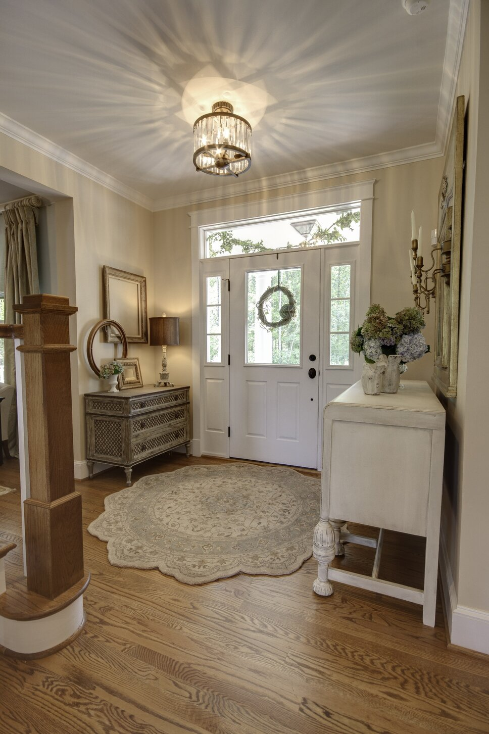 Photography by Kim Veillon for Embellish Interiors Cottage/Country Entryway & Hallway design