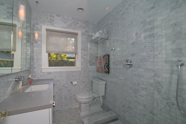 2x5 subway tiles, 12 mosaics, herringbone pattern Modern Bathroom design