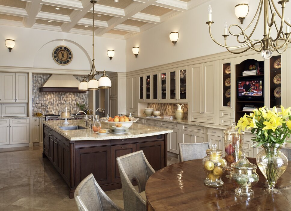 Oversized kitchen and seating area to complement the homeowners love of cooking and entertaining. Traditional Kitchen design