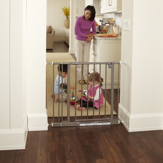 North States Easy-Close Gate in Burnished Steel