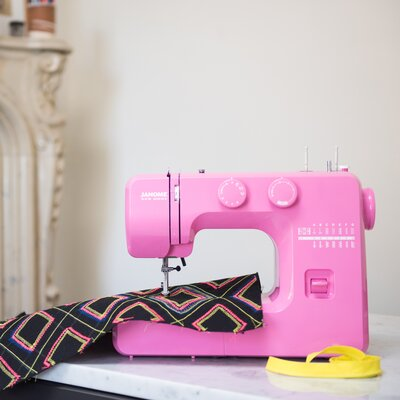 Couture Easy-to-Use Mechanical Sewing Machine Color: Pink