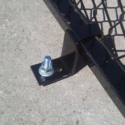 Single Yard Kennel Concrete Securing Bracker
