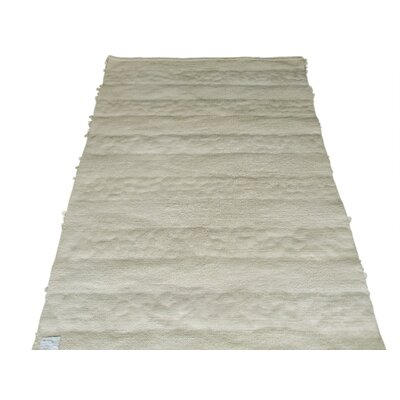 Green Decore Petals and Pebbles Hand-Woven Ivory/Beige Area Rug