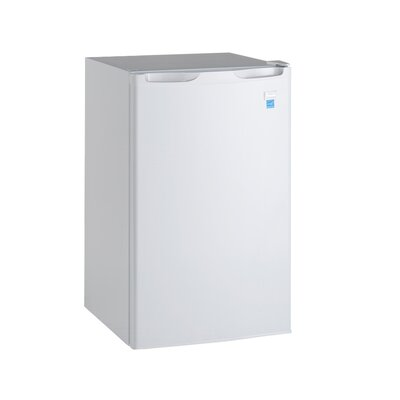 Avanti 4.4 cu. ft. Compact Refrigerator with Freezer Finish/Color: White