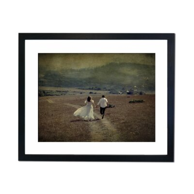 Culture Decor Runaway Couple Framed Photographic Print