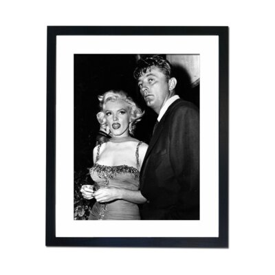 Culture Decor Marilyn Monroe and Robert Mitchum Framed Photographic Print