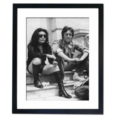 Culture Decor Yoko Ono and John Lennon Framed Photographic Print