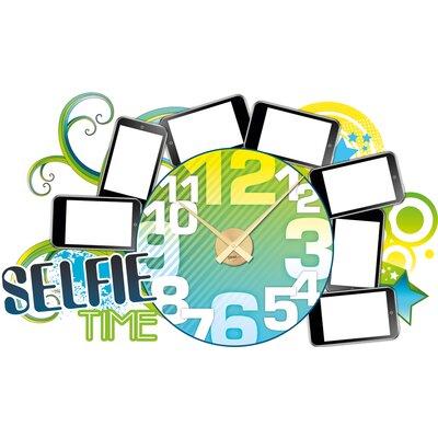 Graz Design Wanduhr Selfie Time
