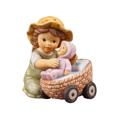 Goebel Figur Nina mit Lieblingspuppe