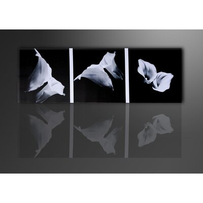 Urban Designs Flower Cala Photographic Print Wrapped on Canvas