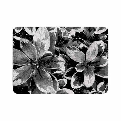 """Julia Grifol Leaves Floral Memory Foam Bath Rug Size: 0.5"""" H x 24"""" W x 36"""" D, Color: Gray"""