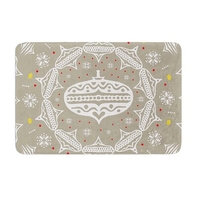 "Miranda Mol Deco Wreath Memory Foam Bath Rug Size: 0.5"" H x 17"" W x 24"" D, Color: Gray"
