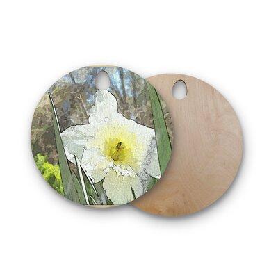 Cyndi Steen Birchwood Daffodil Digital Cutting Board Shape: Round