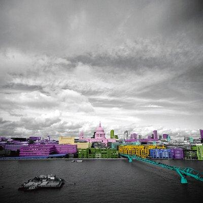 """DEInternationalGraphics """"Pinky London"""" von Anne Valverde, Kunstdruck"""