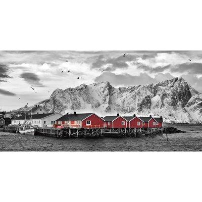 DEInternationalGraphics Lofoten Nähe Reine mit roten Hütten Kunstdruck von Rolf Fischer