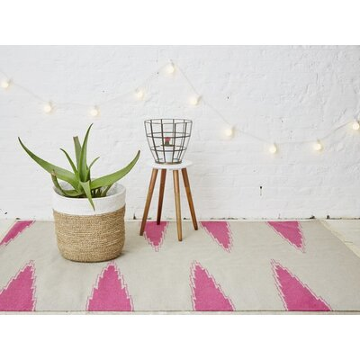 Holly's House Staggered Chevron Hand-Woven Grey Area Rug