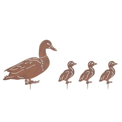 Old Basket Supply Ltd Rusty Duck and Ducklings Garden Sign
