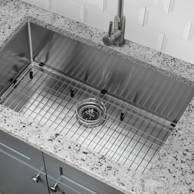 "32"" L x 19"" W Farmhouse/Apron Kitchen Sink with Grid Set and Drain Assembly"
