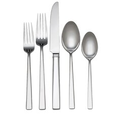 65 Piece Flatware Set