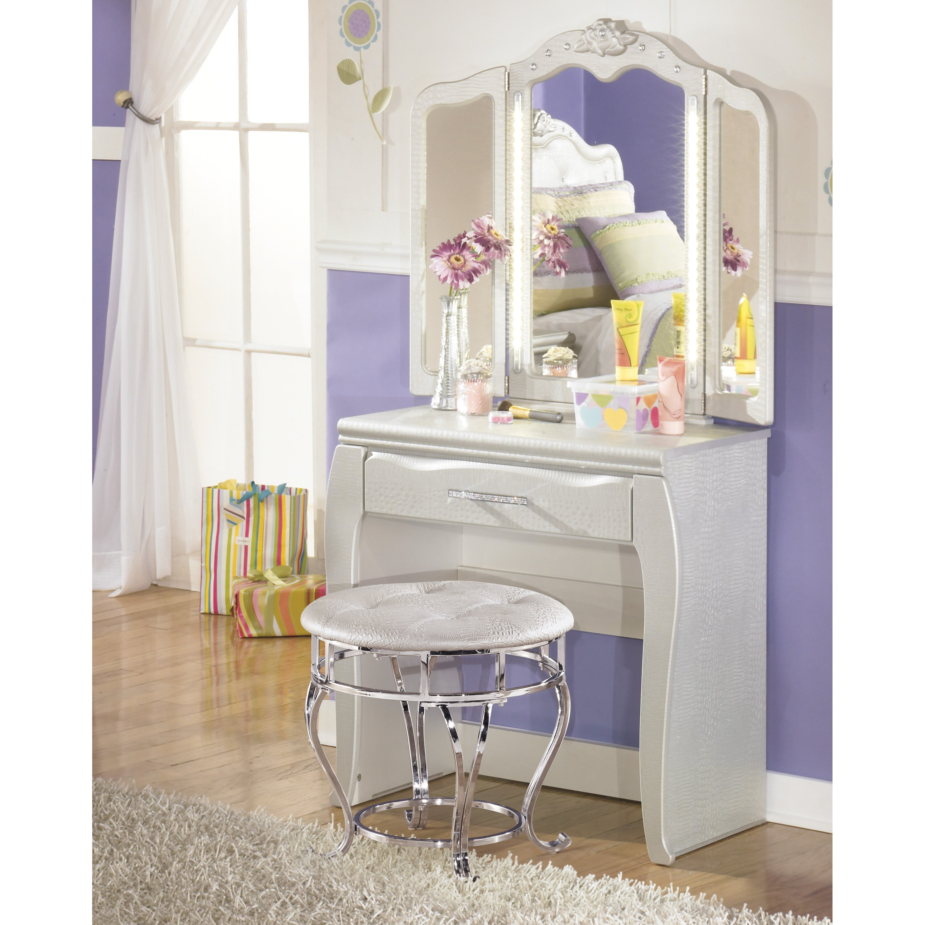 Signature Design By Ashley Zarollina Crowned Top Dresser Mirror Reviews